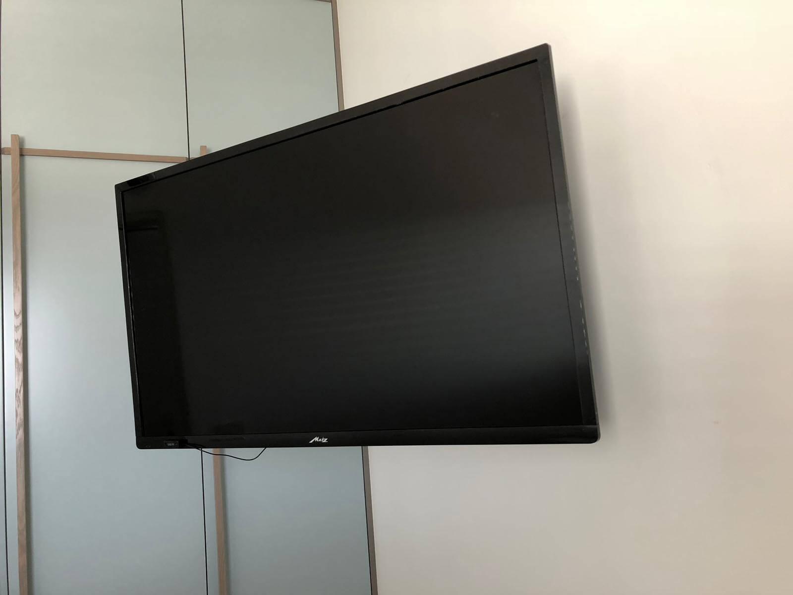 תמונת גלריה הגדול בהתקנות מתקין טלוויזיות מקצועי עם יחס אישי 75