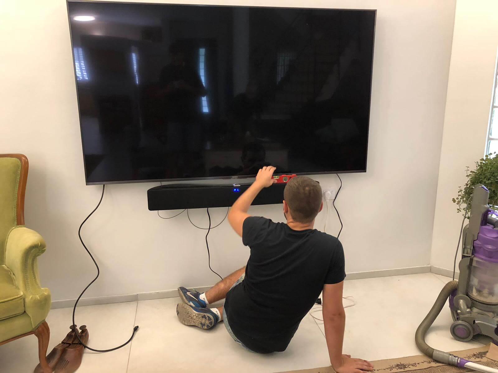 תמונת גלריה הגדול בהתקנות מתקין טלוויזיות מקצועי עם יחס אישי
